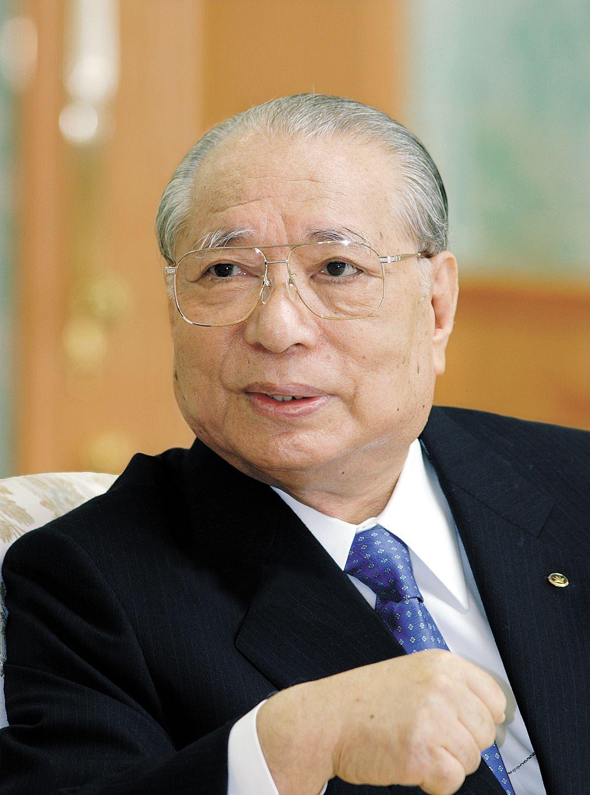 http://www.moonmentum.com/blog/wp-content/uploads/2009/12/daisaku-ikeda.jpg