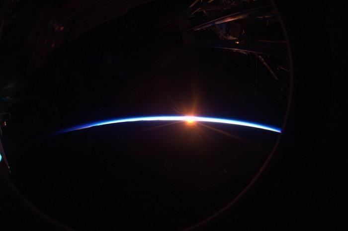 Aro de luz en el espacio