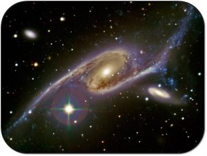 dynamic interactions of the two galaxies ngc 6872.. 300x227 Una galaxia en espiral gigante es descubierta